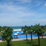 高級リゾートのプライベートビーチ