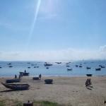 ダナンの海に浮かぶ漁船