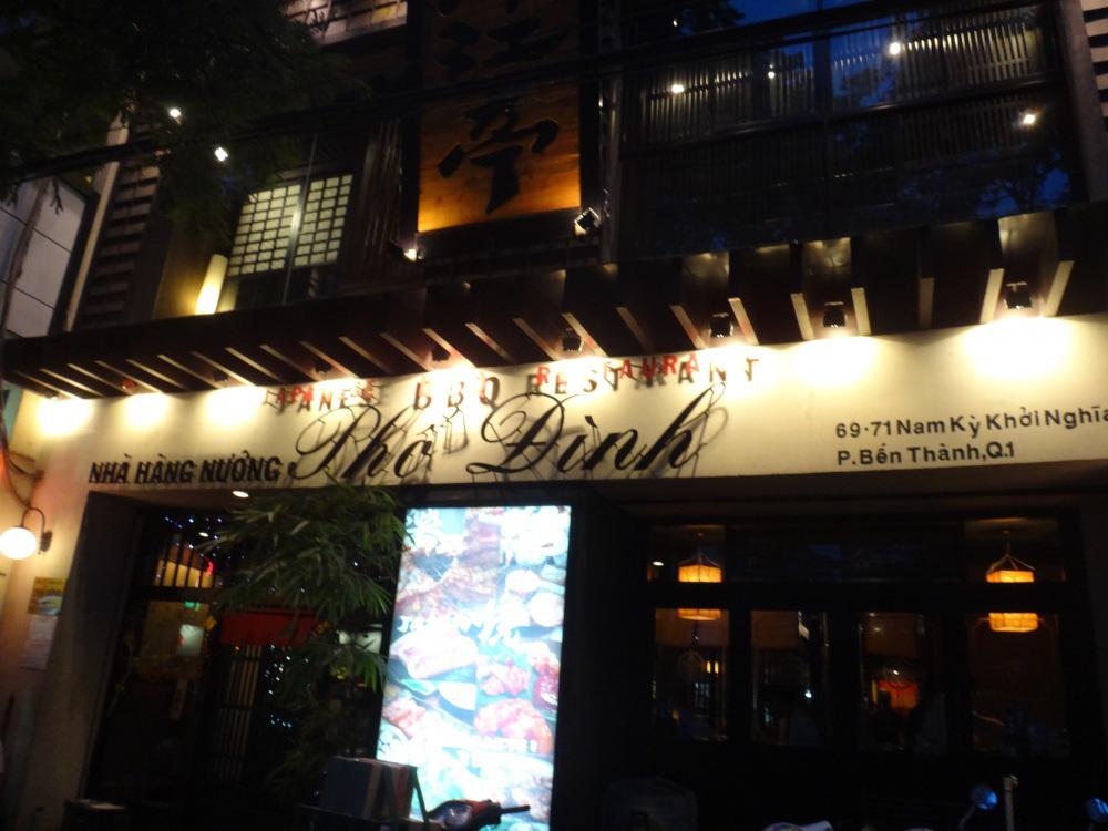 看板はベトナム語で書いて探しづらいですが、ここは浦江亭です。