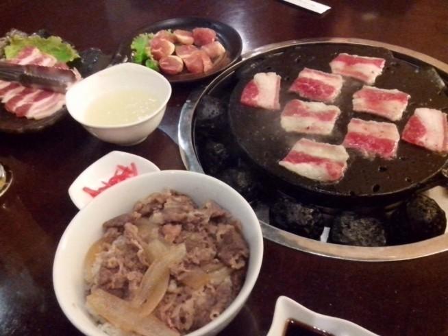 らいらいの焼肉と牛丼です。
