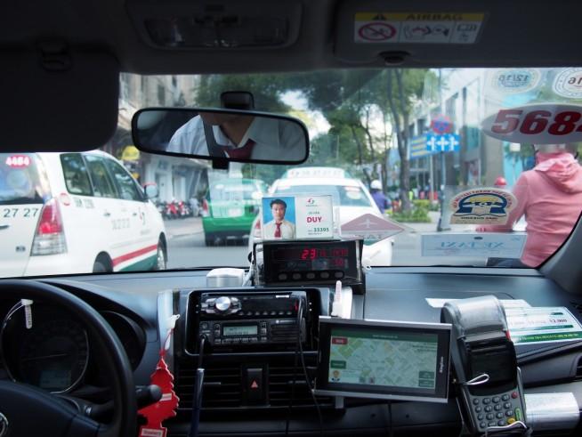 タクシーメーター23=23,000ドン