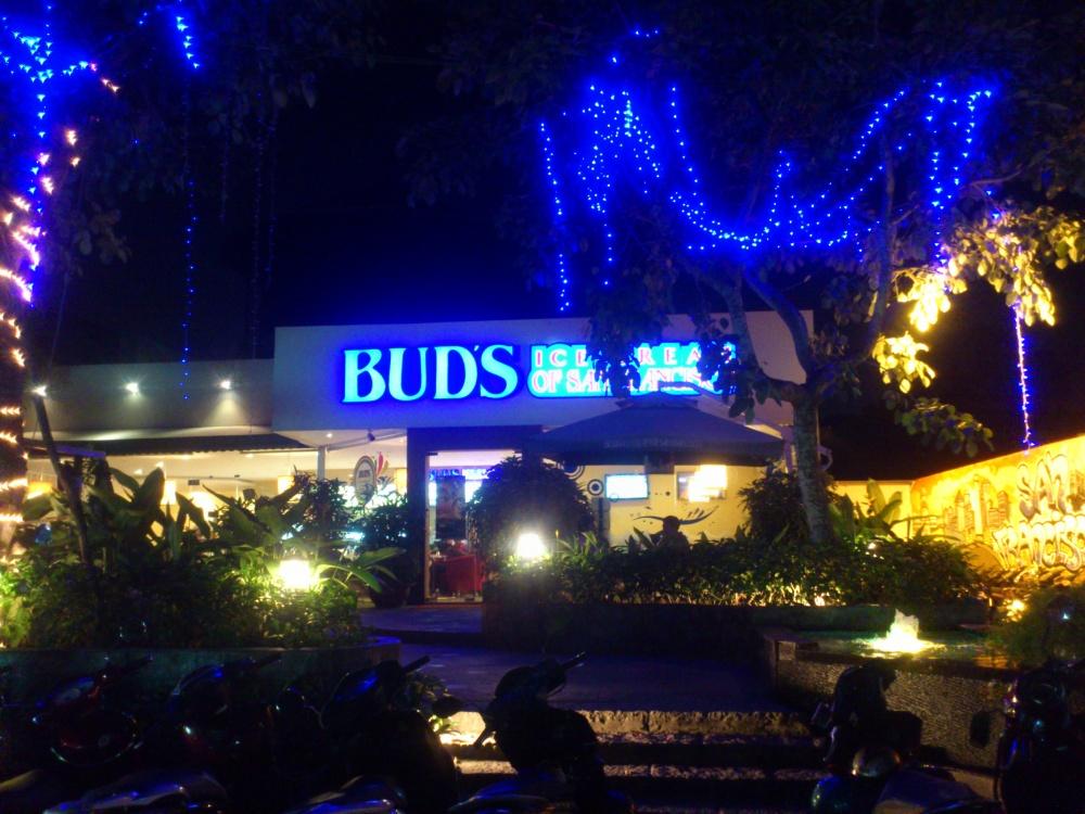 バドスカフェグェンチャイ(Bud's Cafe Nguyen Trai)