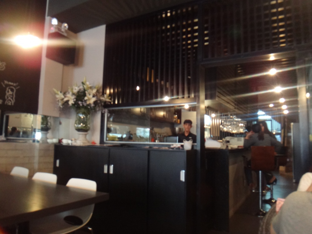 カウンターがあってオシャレなカフェです。