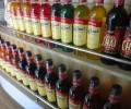カウンターに並ぶカラフルなボトル。