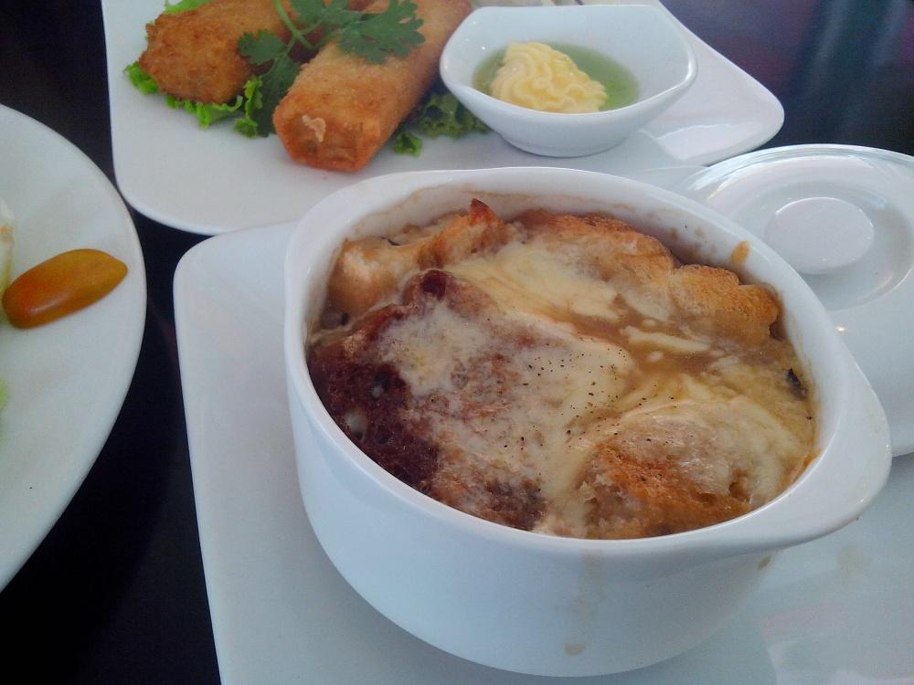 パンとチーズのスープです。