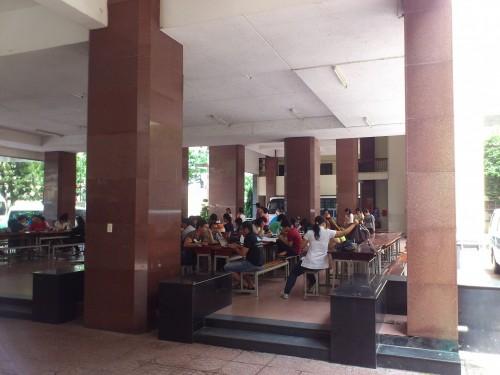 大学の自習スペース