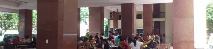 [2013/4/7]いつも学生であふれている大学の自習スペース
