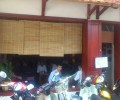 [2013/4/24]サラリーマンで賑わうカフェの様子