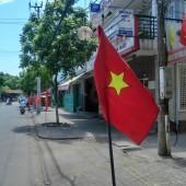 [2013/4/30]街中に立てられたベトナム国旗
