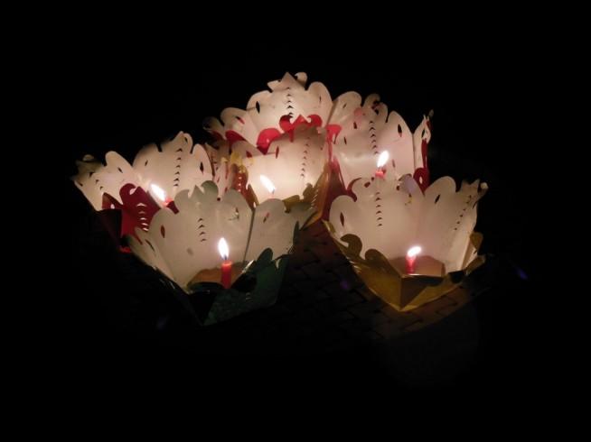 ホイアンのランタン祭りと灯篭流し