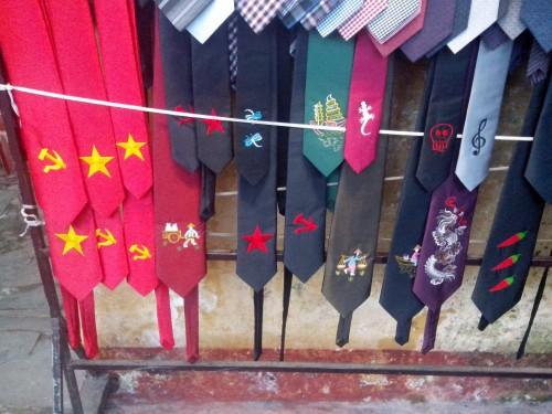 ベトナム土産のネクタイ