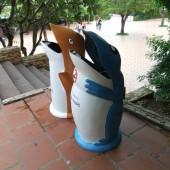 [2013/5/8]ベトナムの遊園地のゴミ箱
