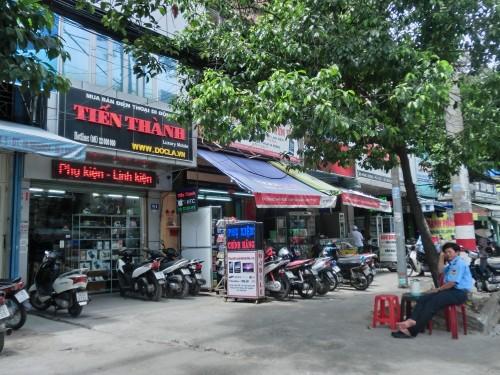 Hung Vuong通りの携帯部品街