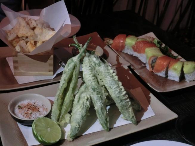 天ぷらと寿司を頼んでみました。