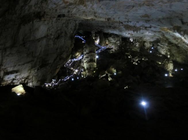 洞窟内から見た階段