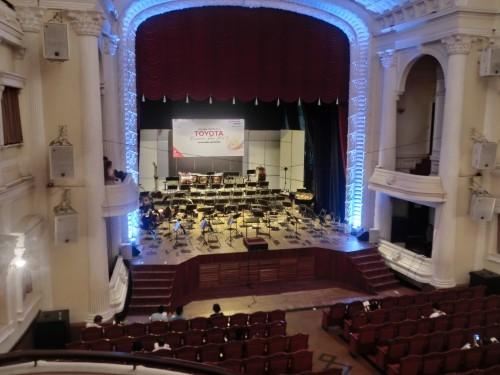 市民劇場2階席からステージを見る