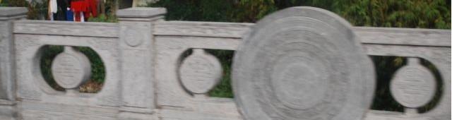 [2013/8/8]道でみかけた銅鼓文様