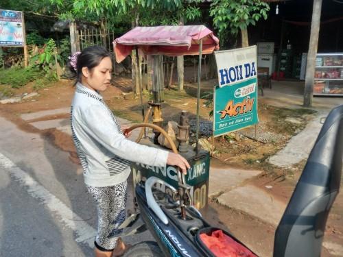道端のガソリンスタンド