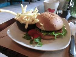 アイディーカフェのハンバーガー