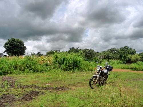 Suoi Daの脇に止めたバイク