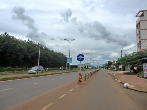 カフェの前の国道
