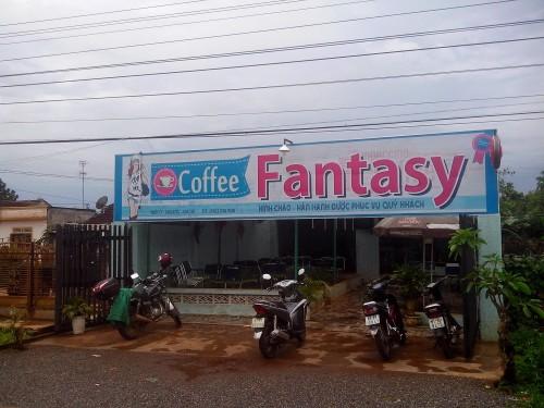 プレイク手前のカフェでコーヒーブレイク