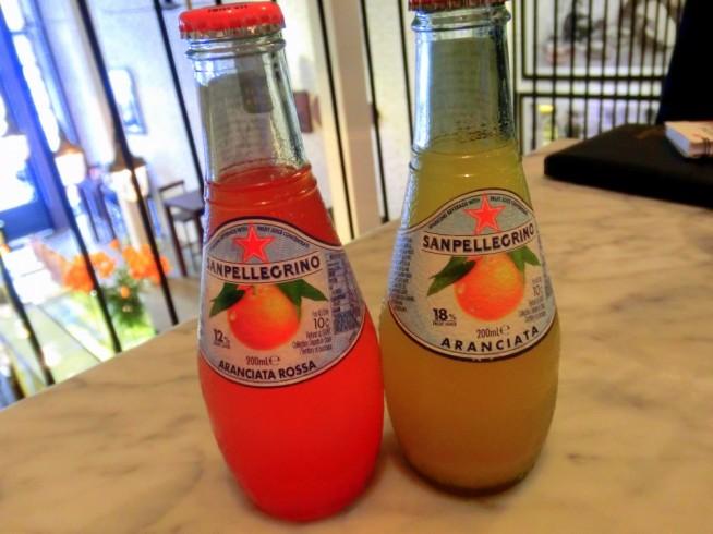 鮮やかなフルーツジュース。