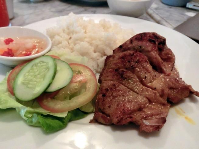 アヒル肉のグリル139,000VND(約650円)