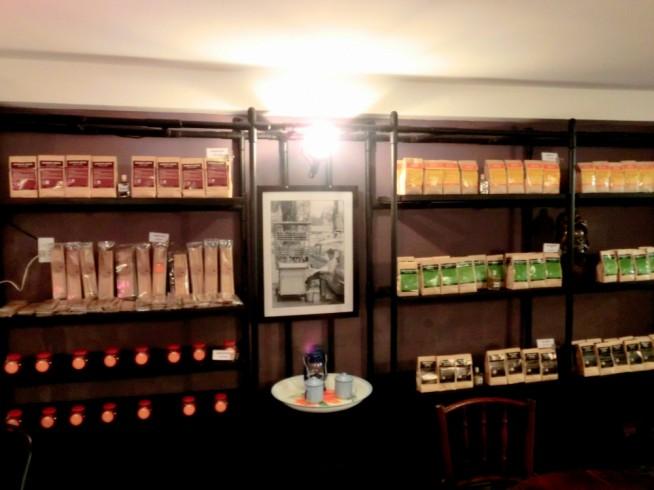 オーガニックコーヒーなどの販売もあります。