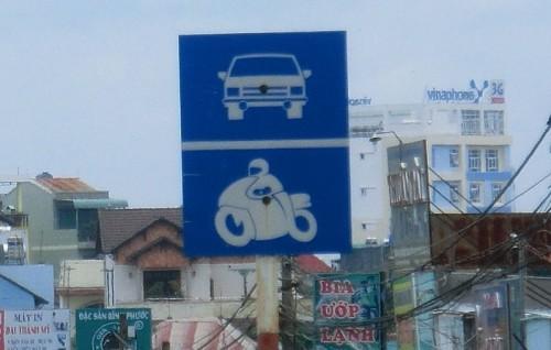 道路看板のフルカウルバイク
