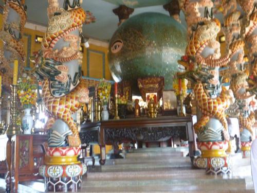 カオダイ教寺院内部