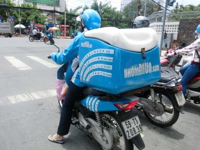 Nhom Muaの自社配送便です。