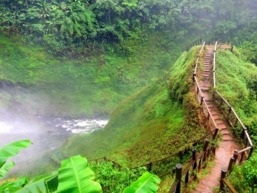 タートニュアンの滝の遊歩道