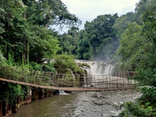 タートパースワムの滝吊り橋