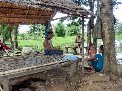 ナーンシーダー遺跡湖畔の人々