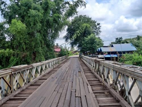 道路に掛かる橋