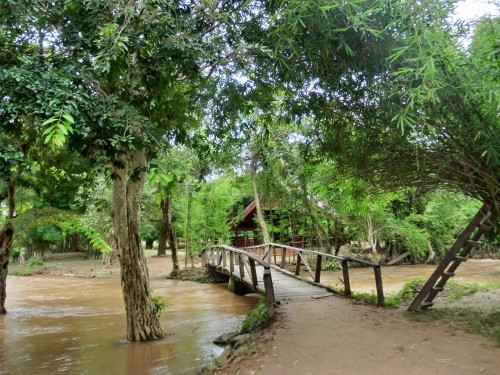 ソムパミットの滝への道