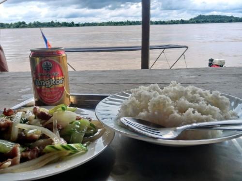 昼食とアンコールビール