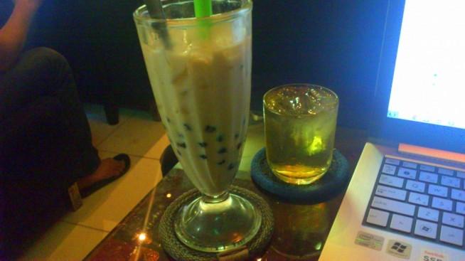 ハローボバカフェのミルクティー