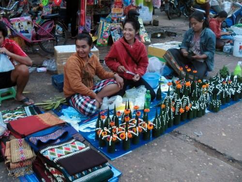 チャムパーサックショッピングセンター(Champasak Shopping Centre)前の屋台