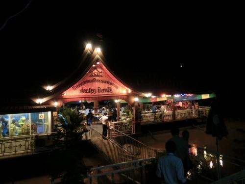 川に浮かぶ高級レストラン メコンラーンサーンレストラン