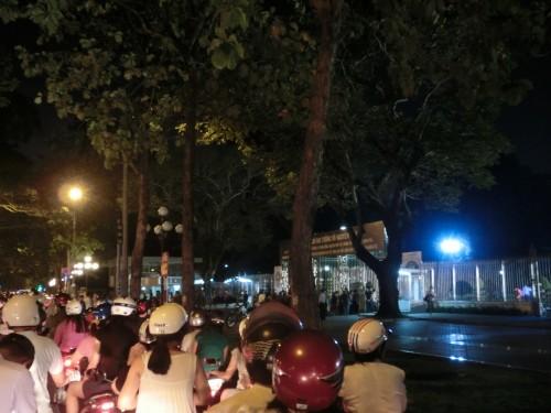 大渋滞の統一会堂前