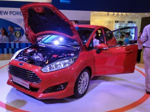 フォードもやはり小型車の展示が中心