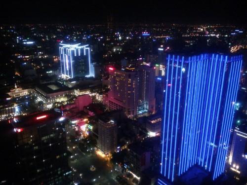 [2013/10/17]Bitexco Financial Towerのバーからホーチミン市の夜景をながめる