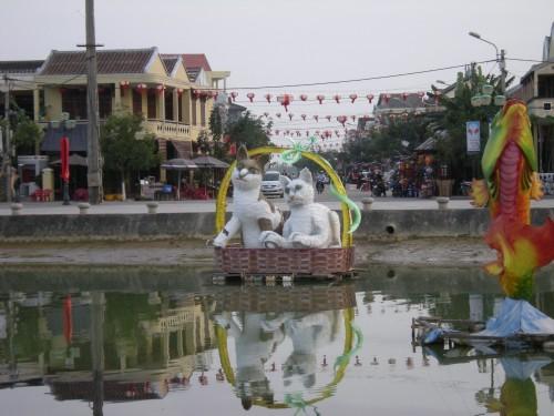 [2013/10/15]あやしい猫たち~ベトナムの干支~