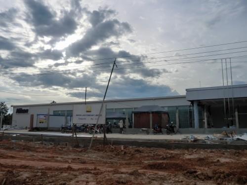 建設中のニコンの工場