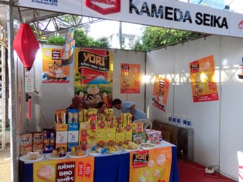ベトナムで生産を始めた亀田製菓、ホーチミンでは来月販売開始とのことです。