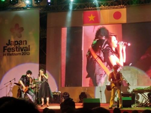 ベトナム人歌手のホー・クイン・フン(Hồ Quỳnh Hương)