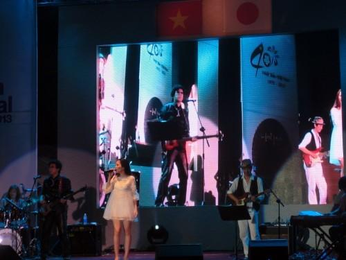 ベトナム人歌手のヒエントゥック(Hiền Thục)