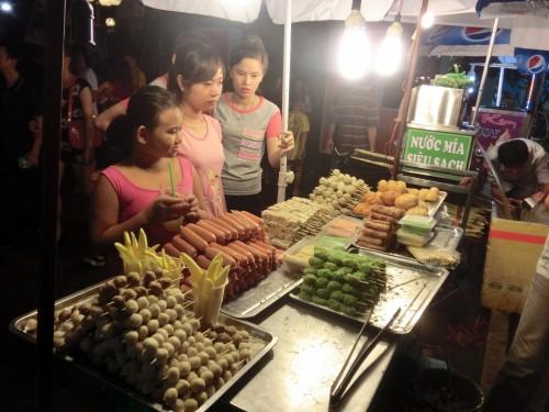 ベトナムの串焼き達、1本20000ドン(約90円)。